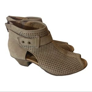 Earth Tan Perforated Suede Open Toe Sz 8